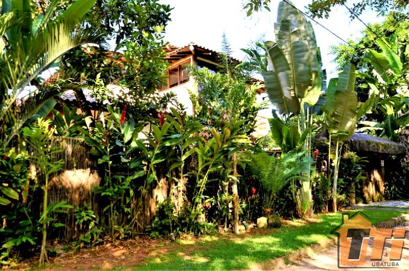 Casa de excelente padrão de acabamento a 20mts da orla de Itamambuca